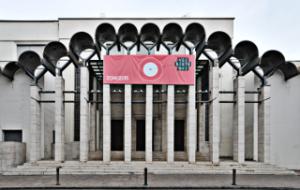 la facciata del teatro