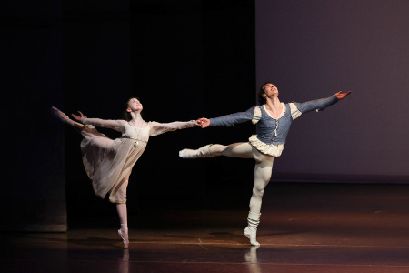 Jacopo Bellussi e Emilie Mazoń in Romeo e Giulietta - foto di Holger Badekow