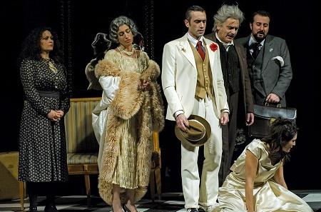 Valter Malosti dirige Il berretto a sonagli di Luigi Pirandello al Teatro  India. Recensione. Foto Franco Rabino f50d580310cc