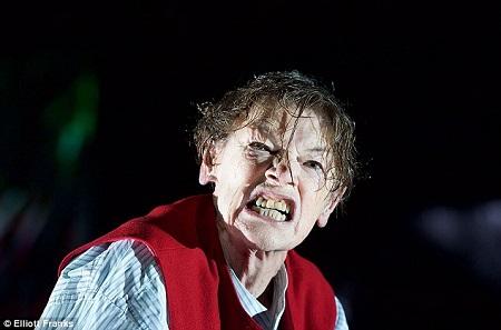 Glenda Jackson è King Lear. Foto di Manuel Harlan