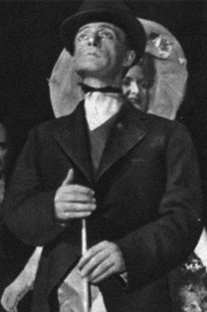 In Bada che ti mangio, di cui è coautore con Michele Galdieri, 1949