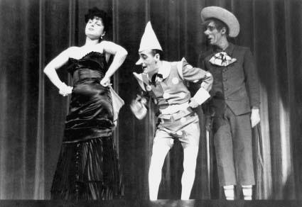 In Volumineide con Anna Magnani e Mario Castellani, 1942